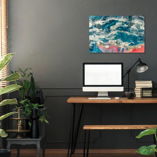 obraz w różowo niebieskich barwach z morzem i muszelkami