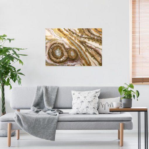 Obraz w odcieniu złotym polecany do salonu
