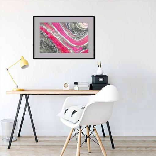 Plakat geode art z różową abstrakcją